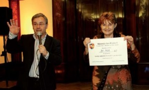 Místostarosta Michal Švarc předal vybranou částku ve prospěch Fondu ohrožených dětí