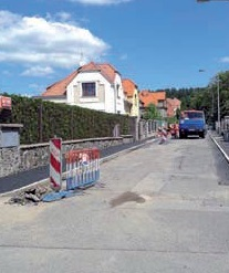 Nový chodník zdobí například ulici Na Ládví, další desítky se dočkají v brzké době