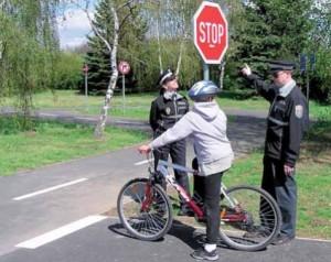 Na dodržování pravidel silničního provozu bedlivě dohlíželi strážníci