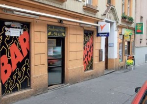Problémová herna vHejdukově ulici skončí. Naopak dva automaty vnedaleké oblíbené restauraci U Jagušky zůstanou. Je třeba rozlišovat přístroje v restauracích, a herny jako takové