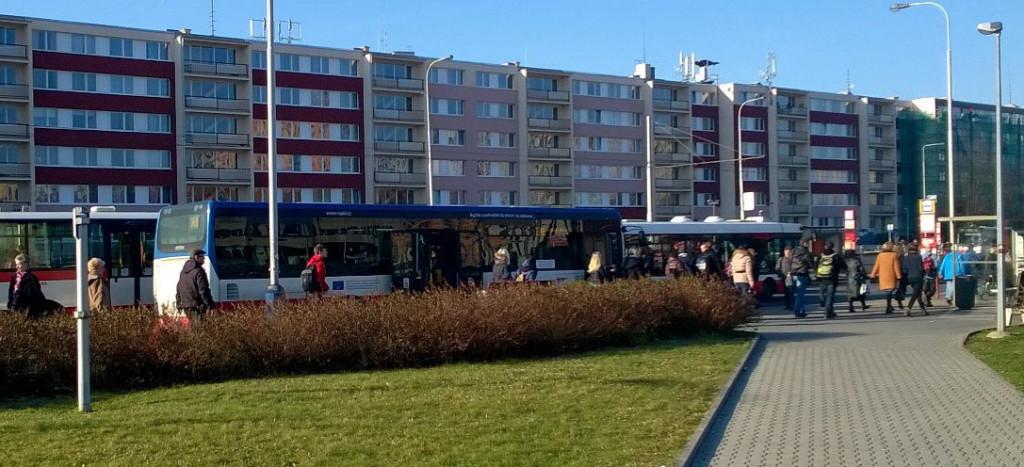 """Nové """"autobusové nádraží"""" Ládví"""