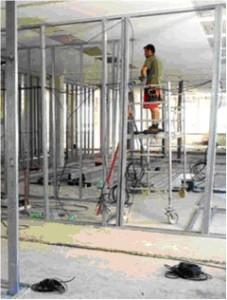 V plném proudu je přestavba prostor na tři nové třídy mateřské Školy v Libčické ulici